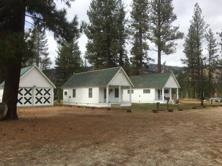 The cabins are nestled in the pines with running hot water, beds to sleep 4, bathroom, shower with a picnic table, fire ring and pedestal grill located behind the cabin.Atlanta Cabin