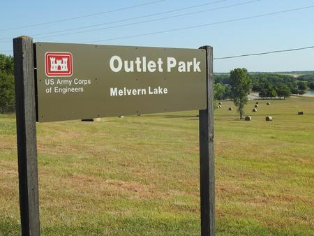Preview photo of Outlet(Melvern)