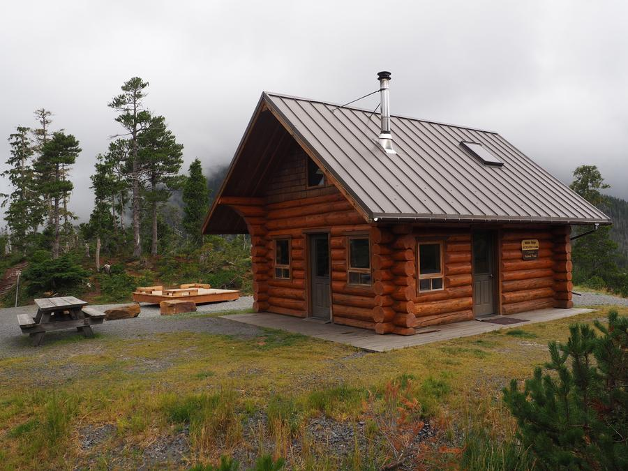 MIDDLE RIDGE CABIN EXTERIOR