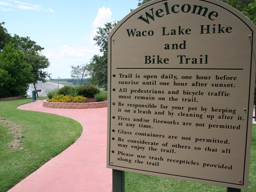 Waco Lake Hike and Bike Trail entrance