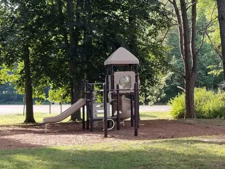 PlaygroundPlayground located within Gun Creek Day Use Area