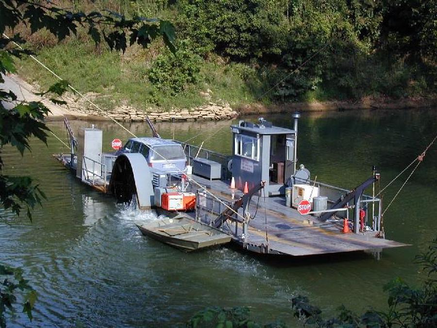 Green River Ferry transporting vehicle across the Green River.