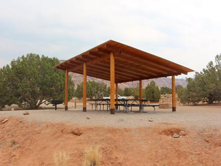 Ken's Lake Group Site B shade shelter and picnic table.
