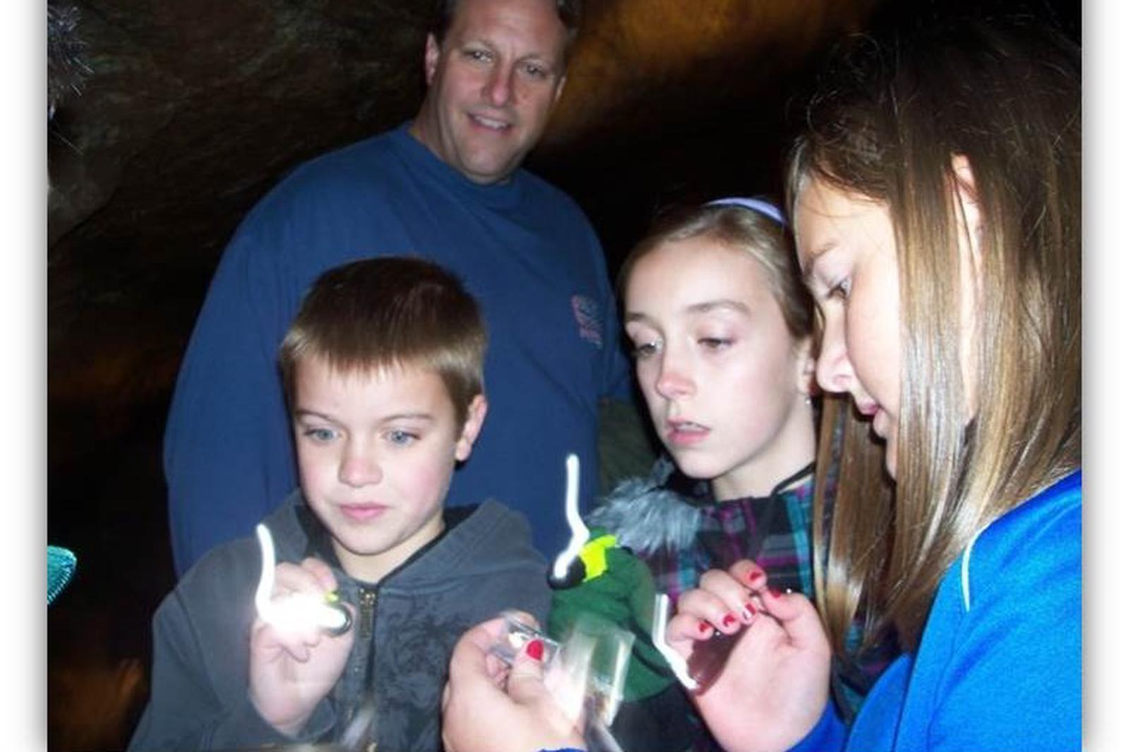 Kids and Family Discovery TourKids explore with flashlights