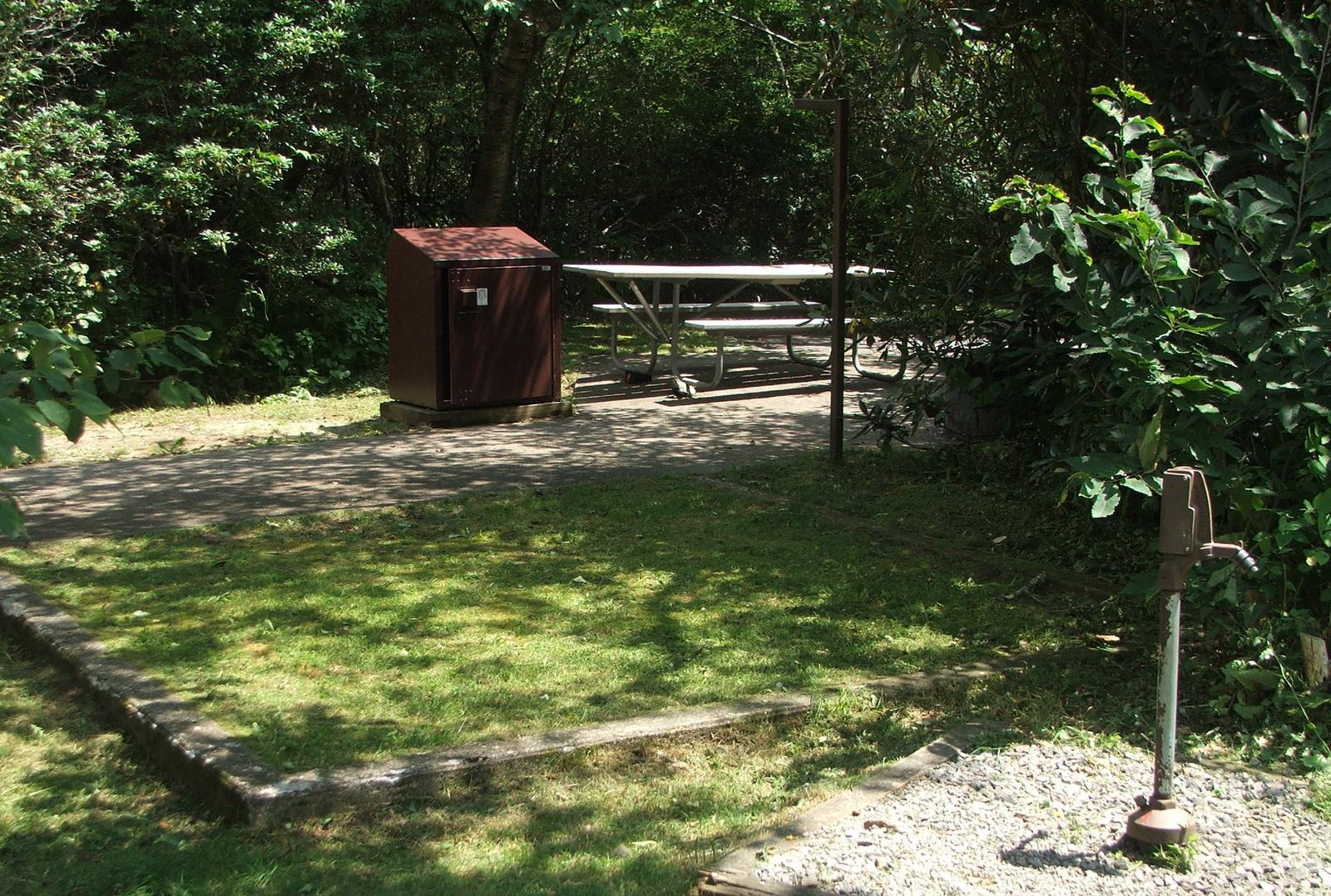 B Loop Site 19 - RV Nonelectric (Handicap Accessible)