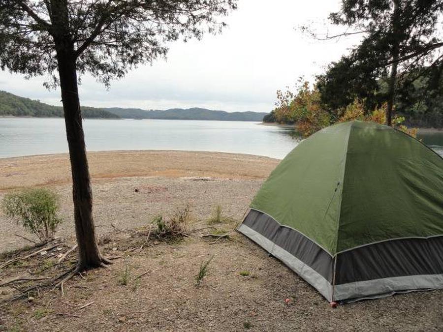 DALE HOLLOW LAKE - PRIMITIVE CAMPING