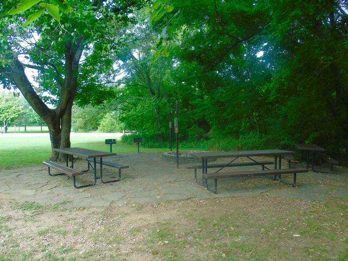 Tyler Bend Group Site 1Three picnic tables; two lantern holders; two charcoal cooking stands; one large fire pit