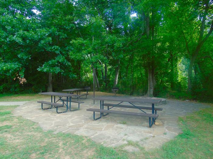 Tyler Bend Group Site 4-5Three picnic tables; two lantern holders; two charcoal cooking stands; one large fire pit.