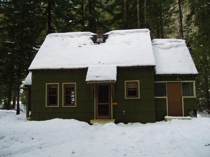 Cabin is available a year long.Guard Station in the Winter