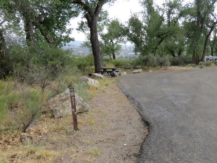 Site 27Pull-through parking area
