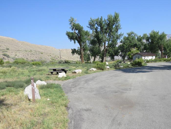 Site 52Pull-through parking area