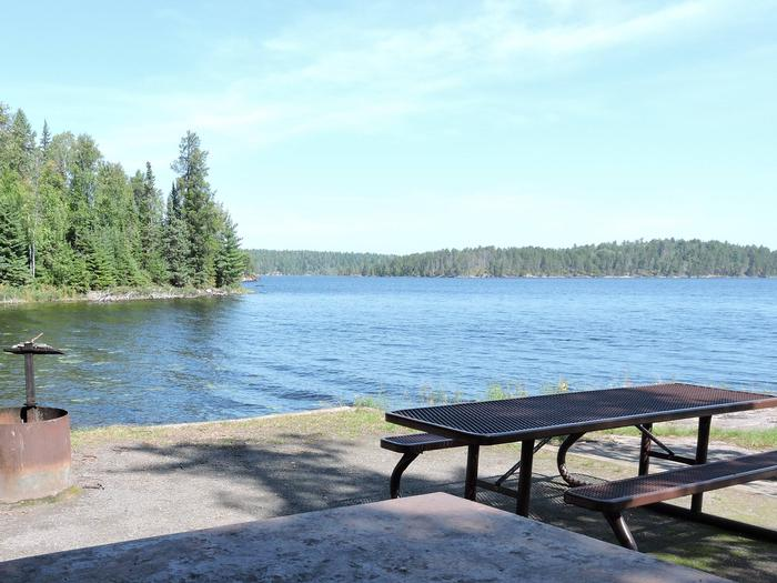 N41 - Voyageurs NarrowsN41 - Voyageurs Narrows campsite on Namakan Lake