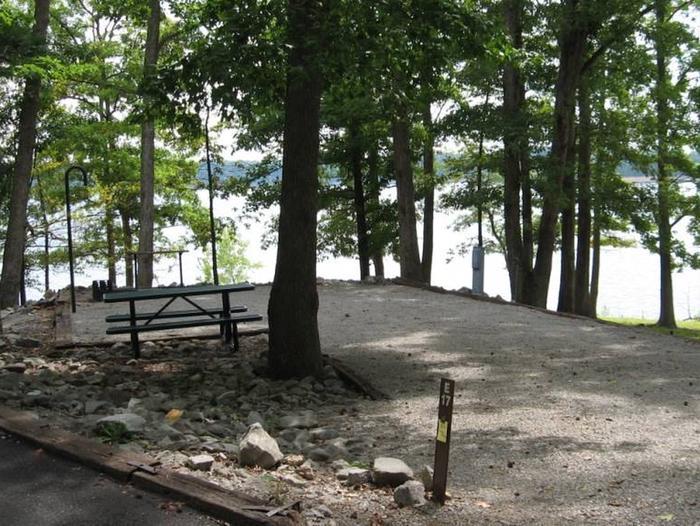 Bailey's Point Site E17