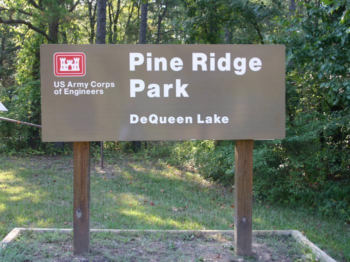 De Queen Lake Pine Ridge ParkSign