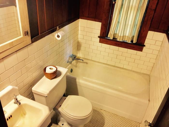 White Rock Mountain, Cabin B Bathroom with full amenities.Cabin B bathroom features a deep cast iron tub, vintage sink, and flush toilet.