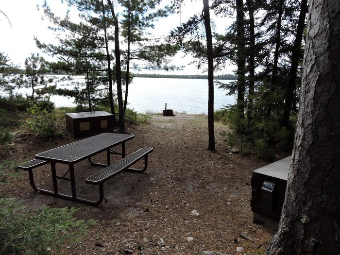 R64 - Mio BeachR64 - Mio Beach campsite on Rainy Lake
