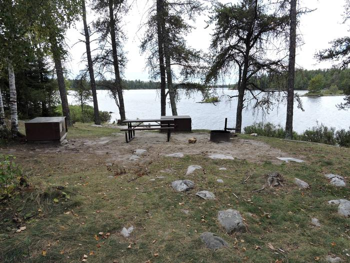 R71 - Loon CoveR71 - Loon Cove campsite on Rainy Lake