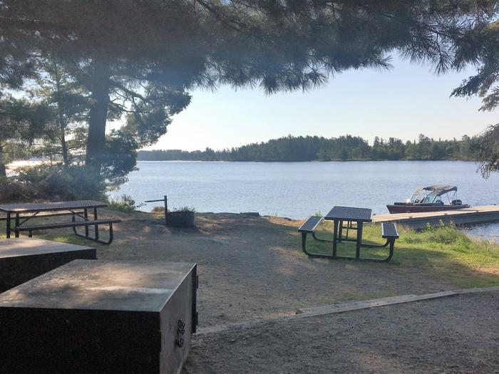 R74 - Rainy Lake GroupR74 - Rainy Lake Group campsite on Rainy Lake