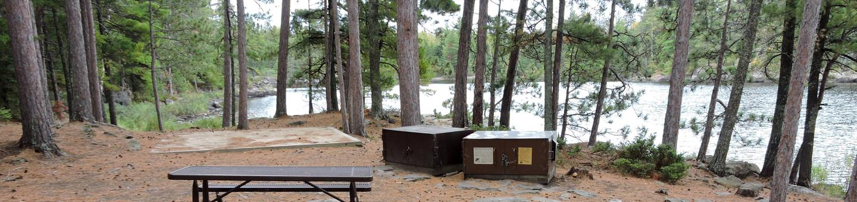 R91 - Kempton Entrance EastR91 - Kempton Entrance East campsite on Rainy Lake
