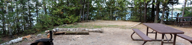 R93 - Lyle Mine IslandR93 - Lyle Mine Island campsite on Rainy Lake