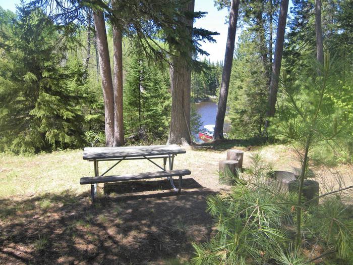 R95 - Cranberry CreekR95 - Cranberry Creek campsite on Rainy Lake
