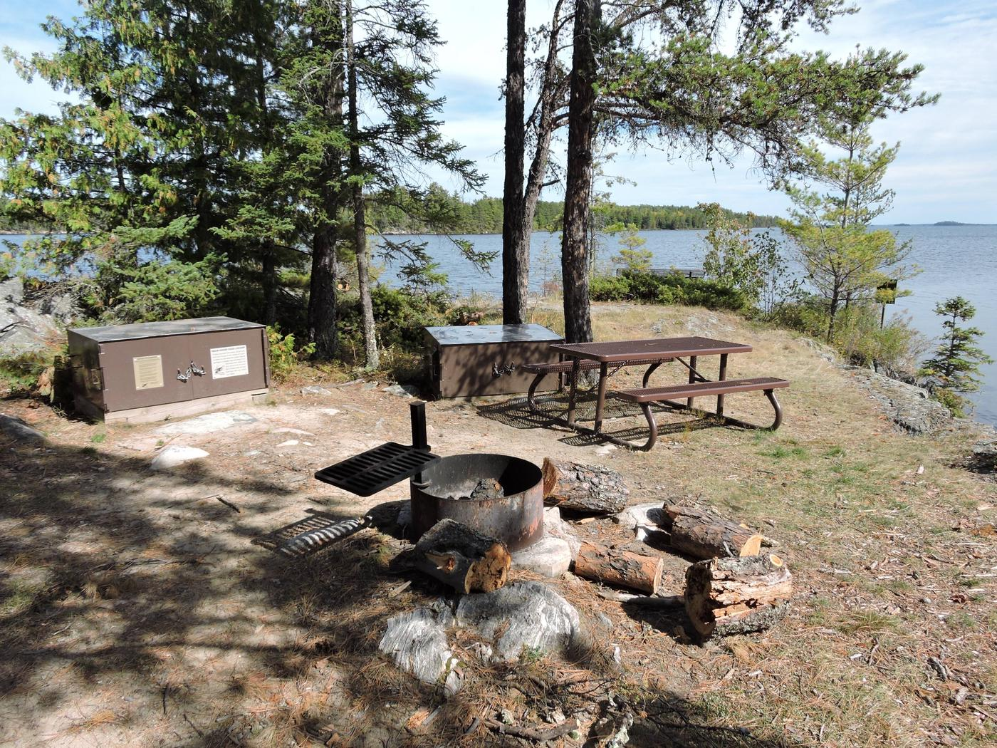 R100 - Channel ViewR100 - Channel View campsite on Rainy Lake