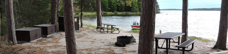 R106 - Shelland IslandR106 - Shelland Island campsite on Rainy Lake