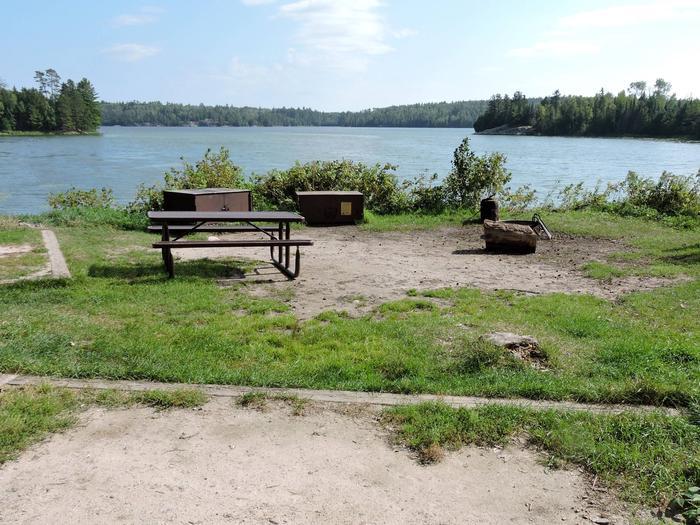 K8 - Eks BayK8 - Eks Bay campsite on Kabetogama Lake