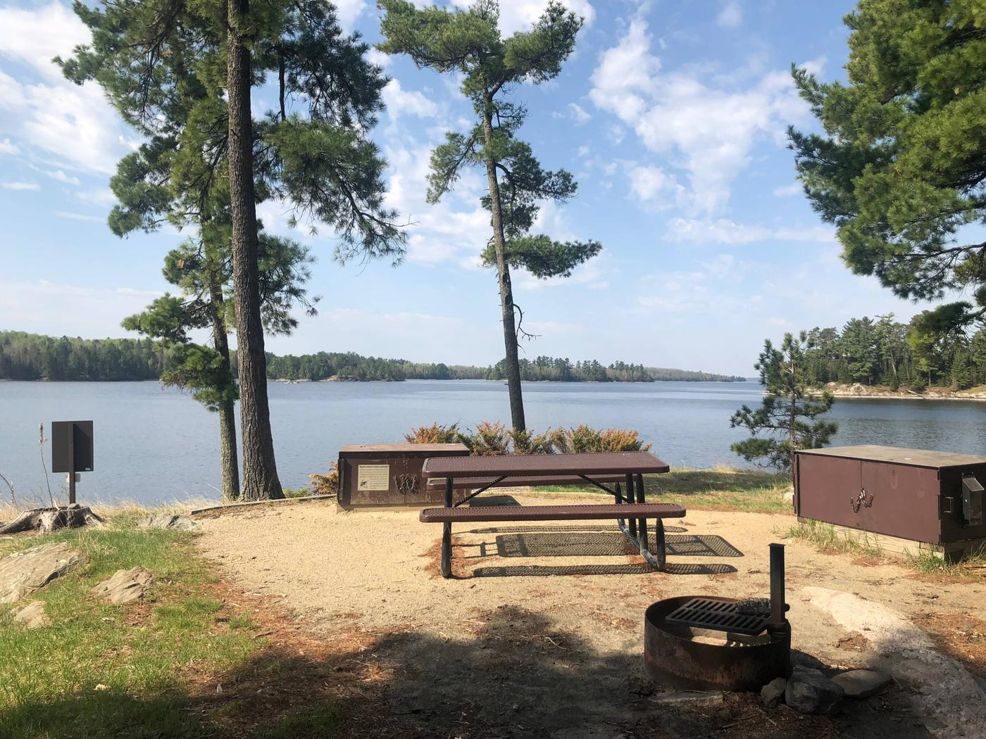 K17 - Lost Bay IslandK17 - Lost Bay Island campsite on Kabetogama Lake