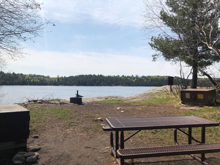 K29 - Round Bear IslandK29 - Round Bear campsite on Kabetogama Lake