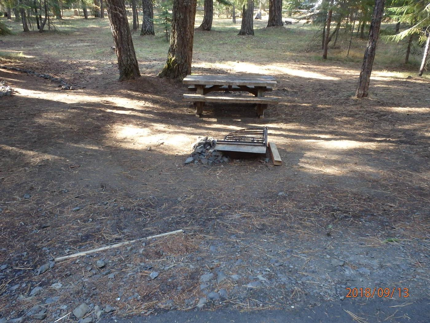 Kaner FlatNice open site with room for tents