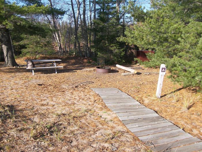 Rocky Island site 1 campsite