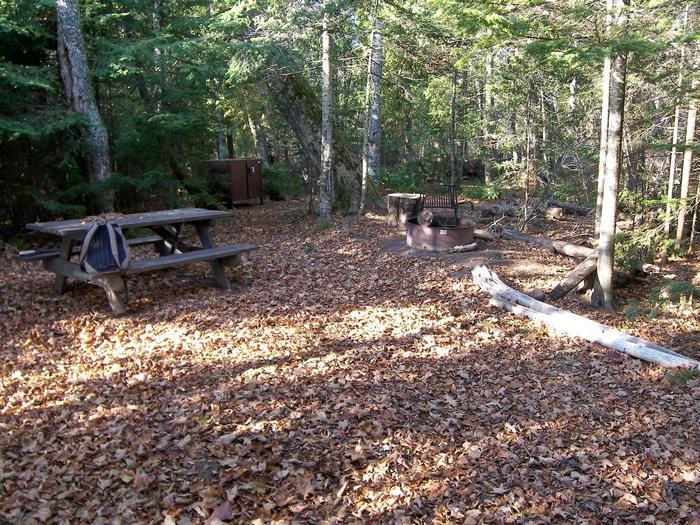 Rocky Island site 2 campsite