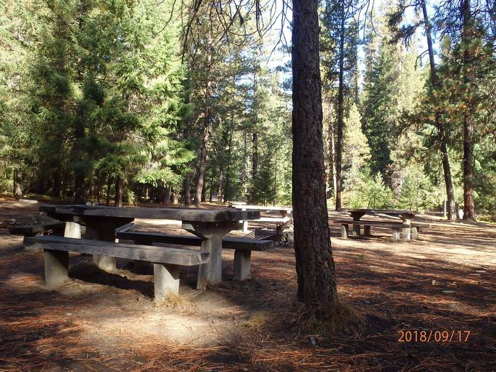 Kaner FlatThis site is part of a number of site in close proximity to other sites with a shared fire pit