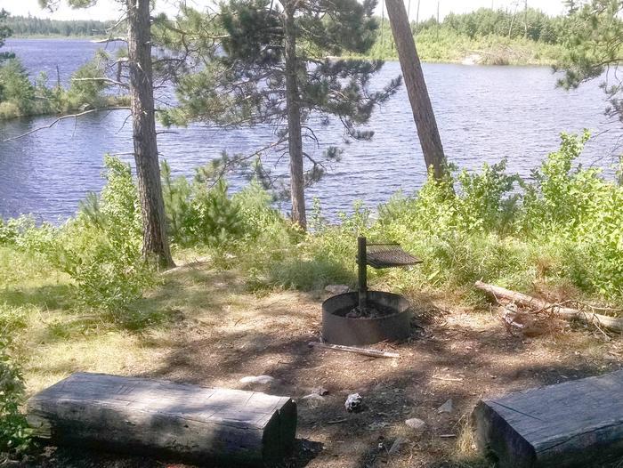 B19 - Shoepack Lake backcountry campsite