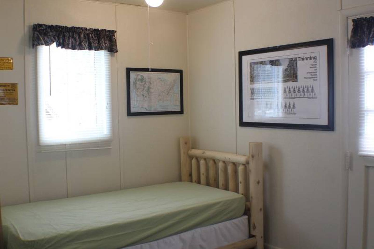 Twin bedCabin 2: View to right of door showing twin bed.