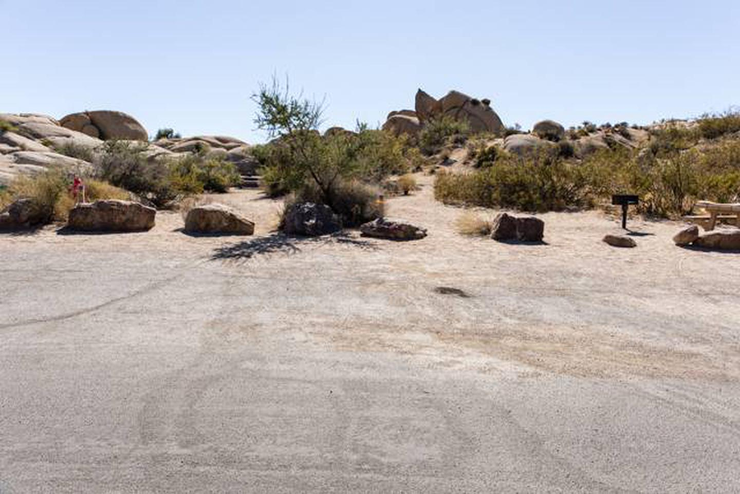Jumbo Rocks site 18Parking space for campsite