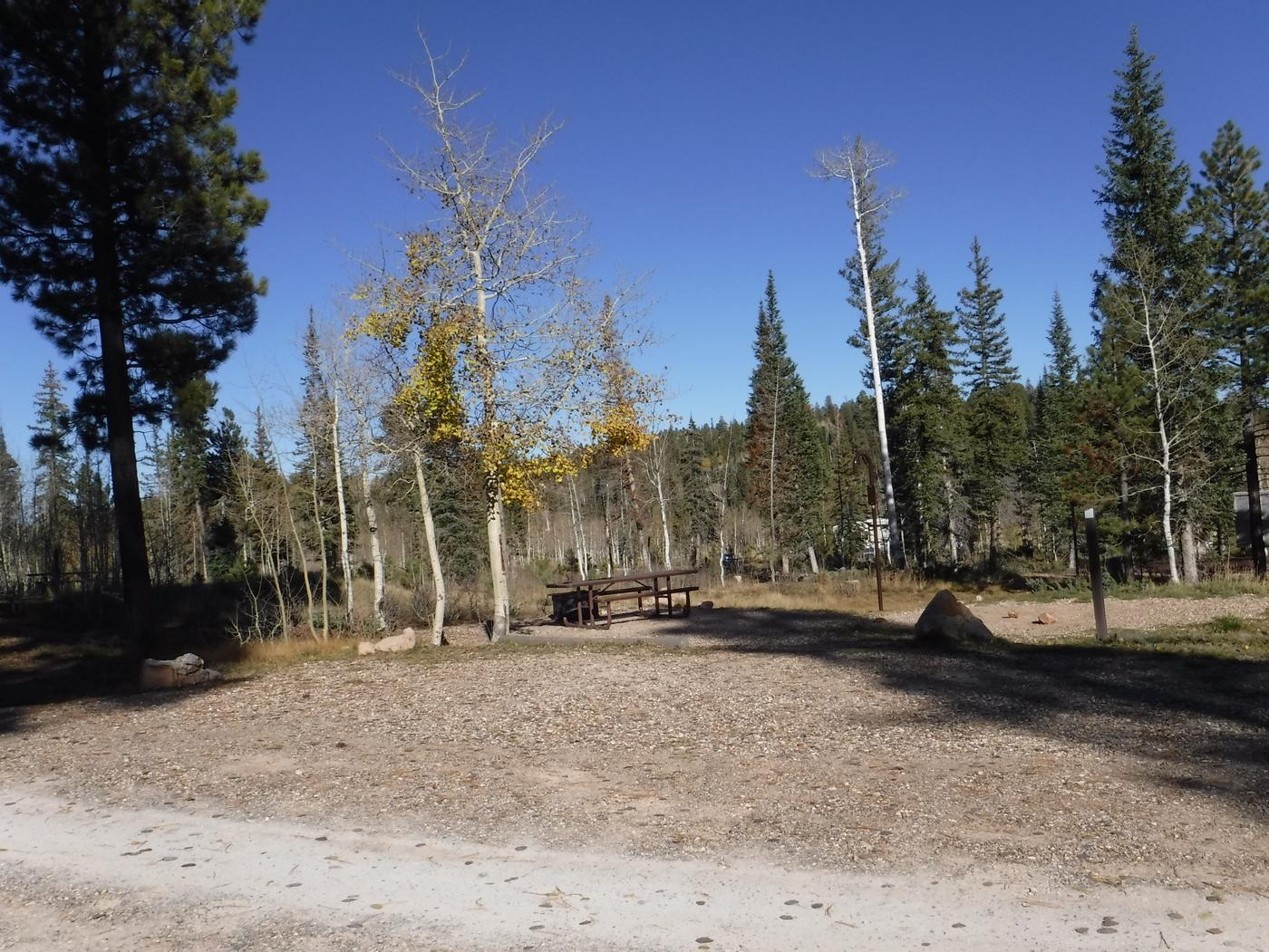 Jacob Lake site #21 featuring entrance, parking, and full camp space view.