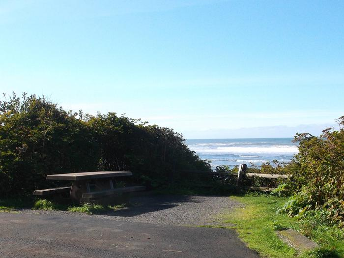 Picture of campsite with picnic table near oceanCampsite E7