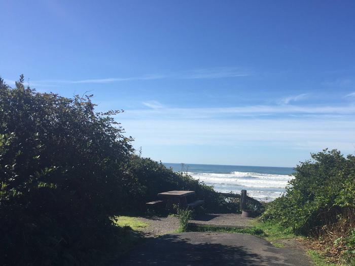 Picture of campsite near oceanCampsite E9