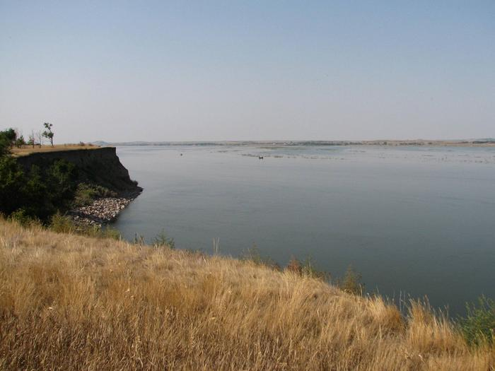 Hazelton Recreation AreaView of Lake Oahe from the high bank at Hazelton Recreation Area.