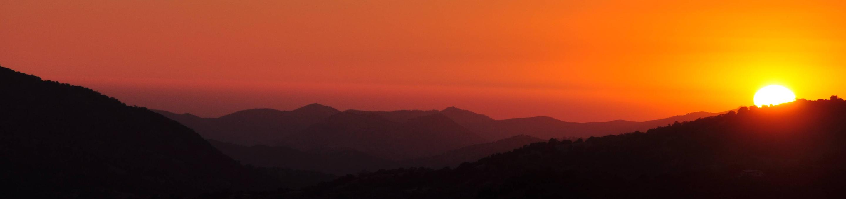 Sunset over the mountains in Sequoia National ForestSunset in Sequoia National Forest