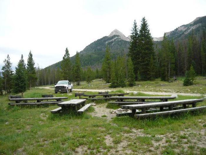 picnic tablesPicnic tables