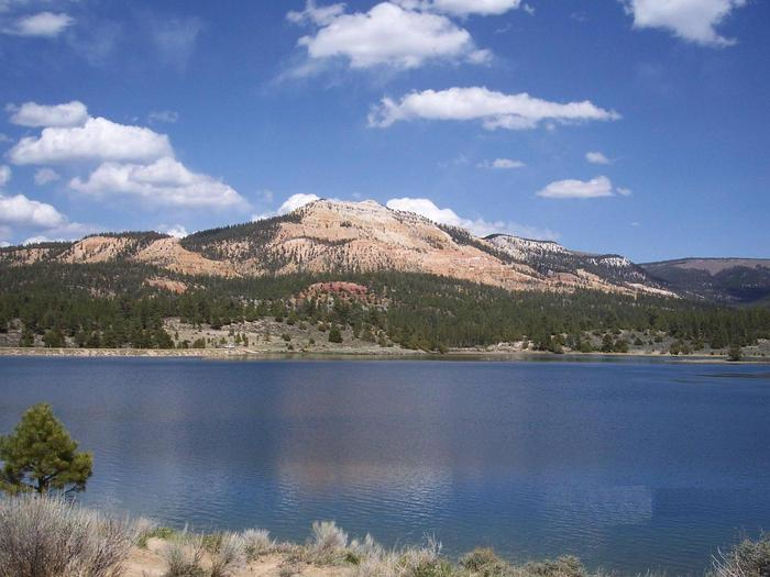 Pine Lake with pink cliffs in the backgroundPine Lake