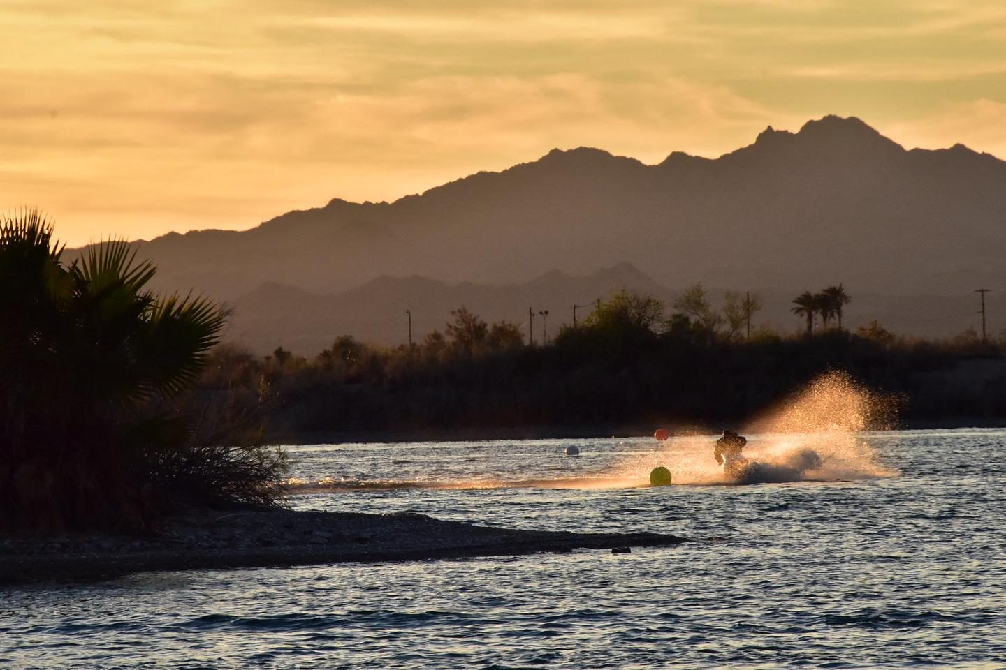 Lake Havasu Shoreline SitesRecreation on Lake Havasu Shoreline Sites
