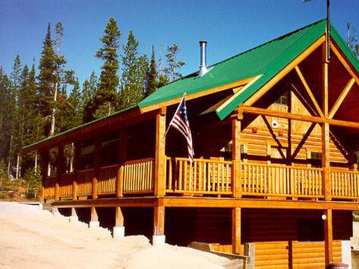 Gordon Reese CabinSummer - Gordon Reese cabin near the CDT.
