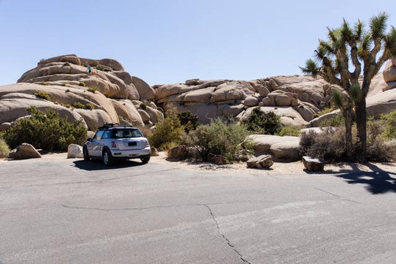 Jumbo Rocks site 4aParking space for campsite