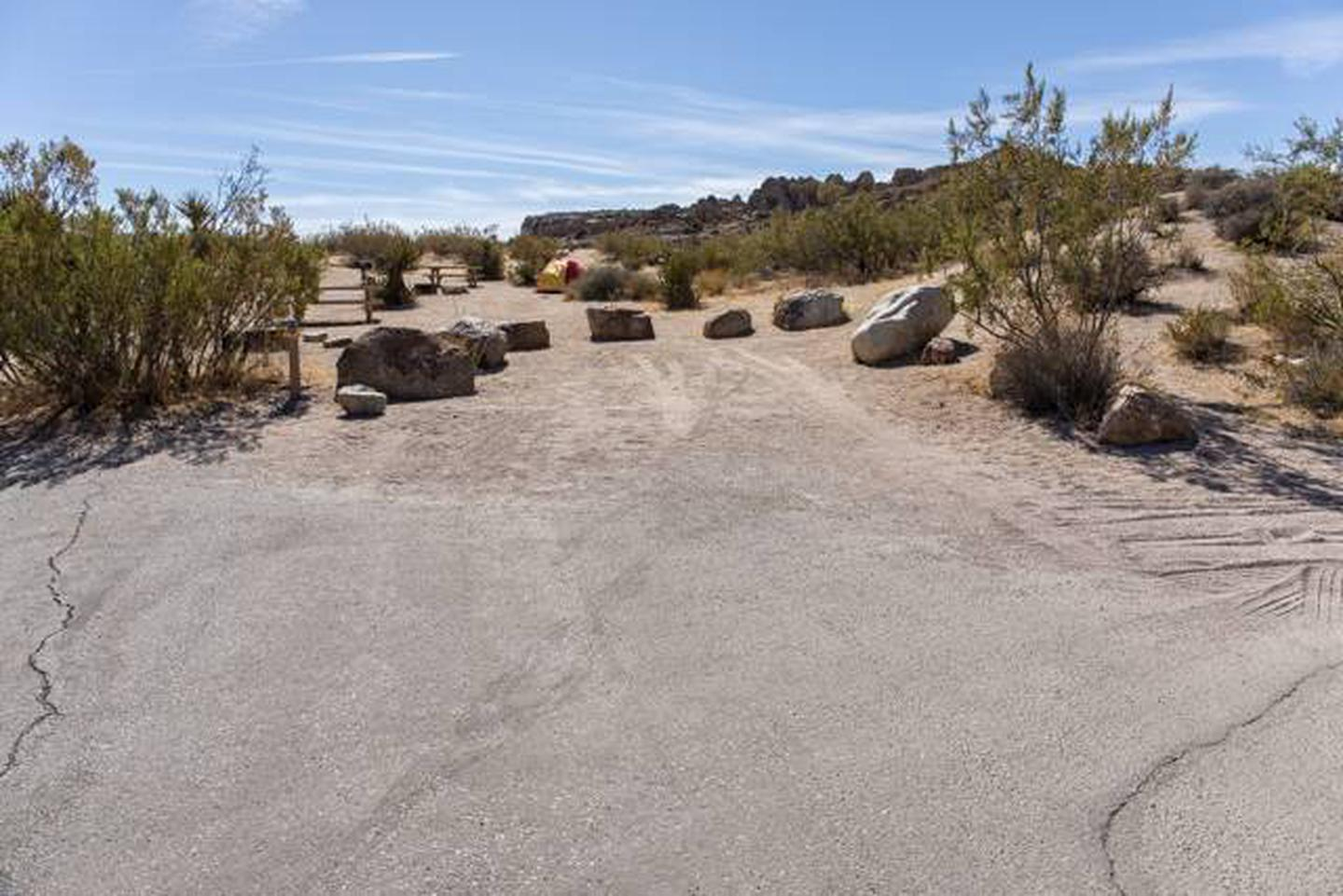 Jumbo Rocks site 74Parking space for campsite