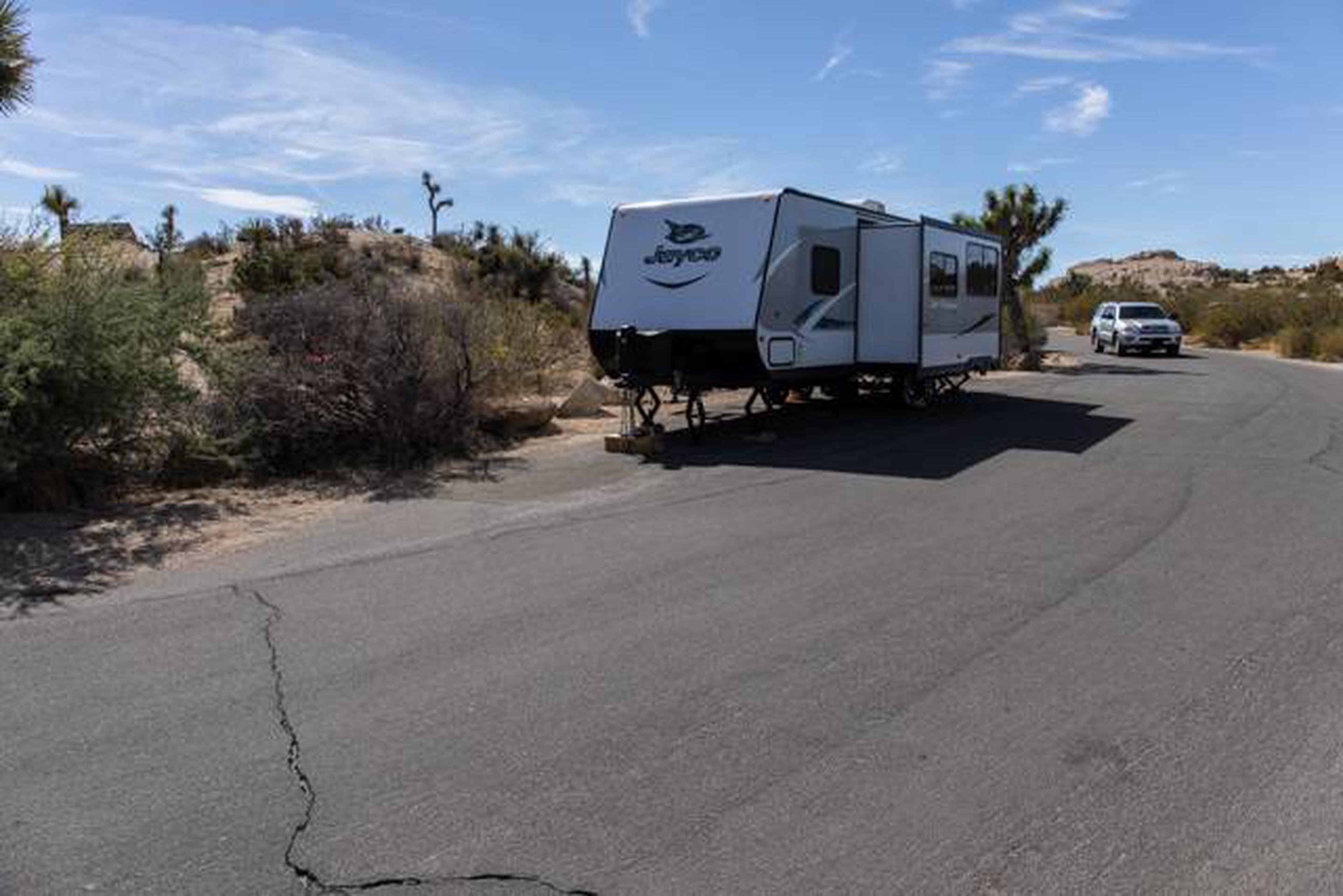 Jumbo Rocks site 94Parking space for campsite
