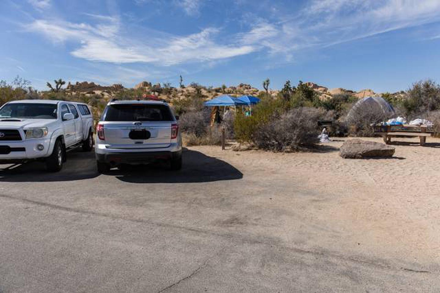 Jumbo Rocks site 100Parking space for campsite